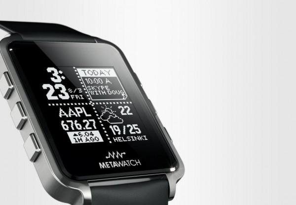 Cette photo montre une smartwatch Metawatch déjà vendue et produite, dans le courant de l'année 2013. Vertu se lance donc avec Metawatch dans la création d'une smartwatch de luxe