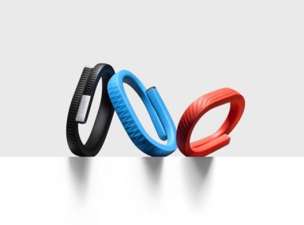 Cette image présente les nouveaux bracelets de la firme américaine Jawbone, le bracelet bluetooth Up24, résistant à l'eau et avec un système d'alarme silencieuse