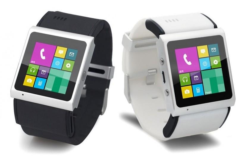 Cette photo présente la smartwatch GooPhone, seule vraie montre connectée du marché. La montre téléphone sera deisponible en deux coloris, noir et blanc, et en deux versions, 2G et 3.5G.