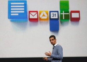 Cette photo présente Sundar Pichai, un des éxécutifs de Google, présentant le nouveau SDK android pour objets connectés, en prévision de la sortie de la montre Google.