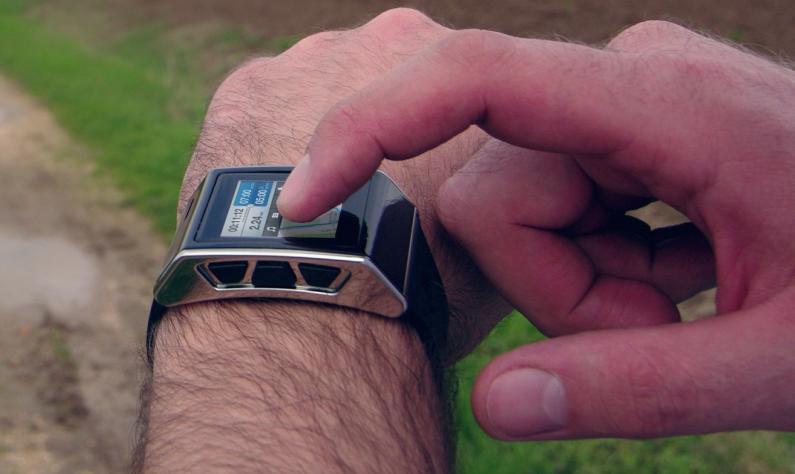 La smartwatch Exetech est une dernière montre connectée du moment, et tourne sous Android 4.0